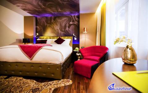 Luxury COMBO: Emperor Cruise & Hotel de L'Opera